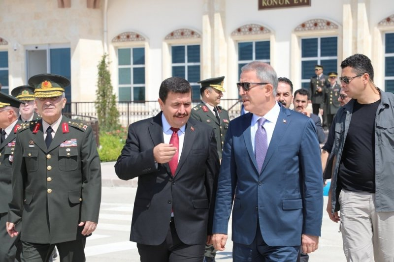 Milli Savunma Bakanı Akar, 3'üncü Ordu Komutanlığı'nda ki devir teslim törenine katıldı