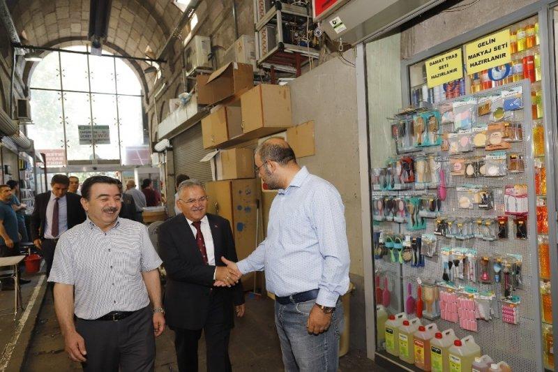 Başkan Büyükkılıç, Kapalı Çarşı'yı ziyaret etti, Vezirhanı'nı inceledi