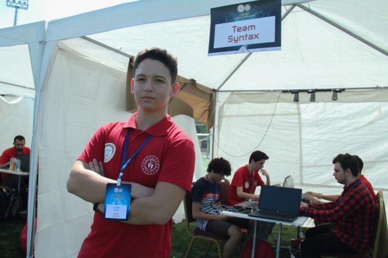 Genç Hackathon'da beyinler yarışıyor