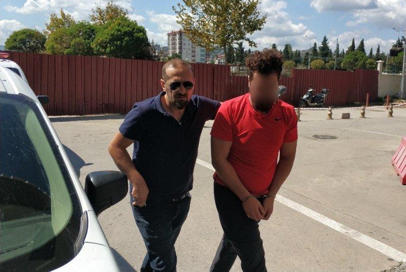 Bekar evinde uyuşturucu satışına 2 gözaltı