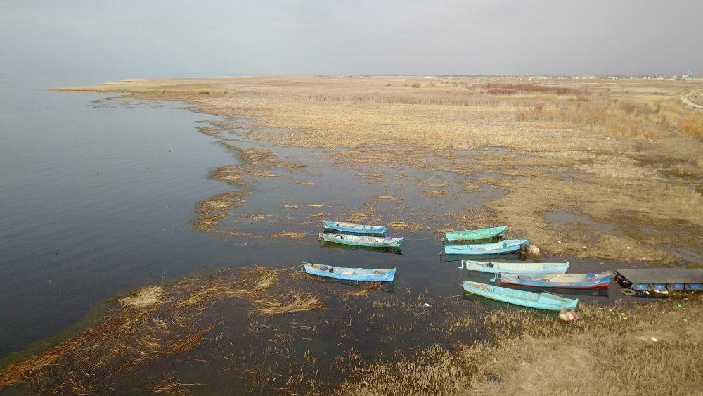 suyu-50-metre-cekilen-beysehir-golu-agliyor-3328-dhaphoto2.jpg