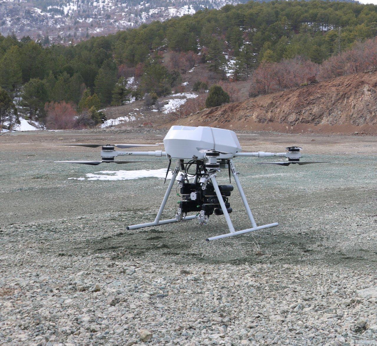 turkiyenin-ilk-milli-bomba-atarli-dronu-songar-3674-dhaphoto2.jpg