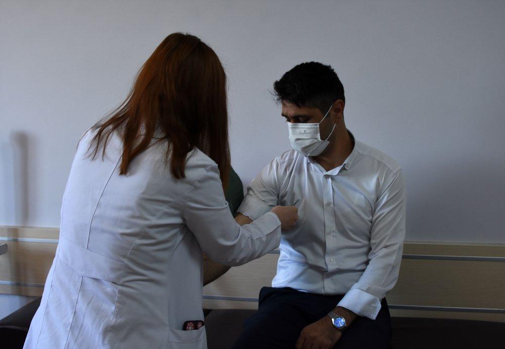 prof-dr-artac-kanser-hastalarina-covid-asisini-yaptirmalarini-oneriyoruz-9630-dhaphoto6.jpg