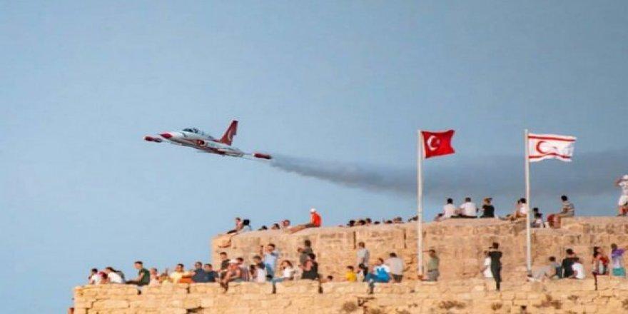Türk Yıldızları Kıbrıslıları mest etti
