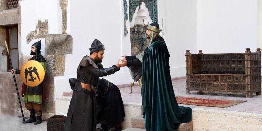 Alaaddin'in Osman Bey'e Gönderdiği Uç Beyi Beratı temsili töreni