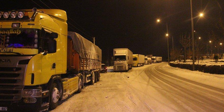 Konya'nın tüm şehirlerarası yolları tır ve kamyonlara kapatıldı