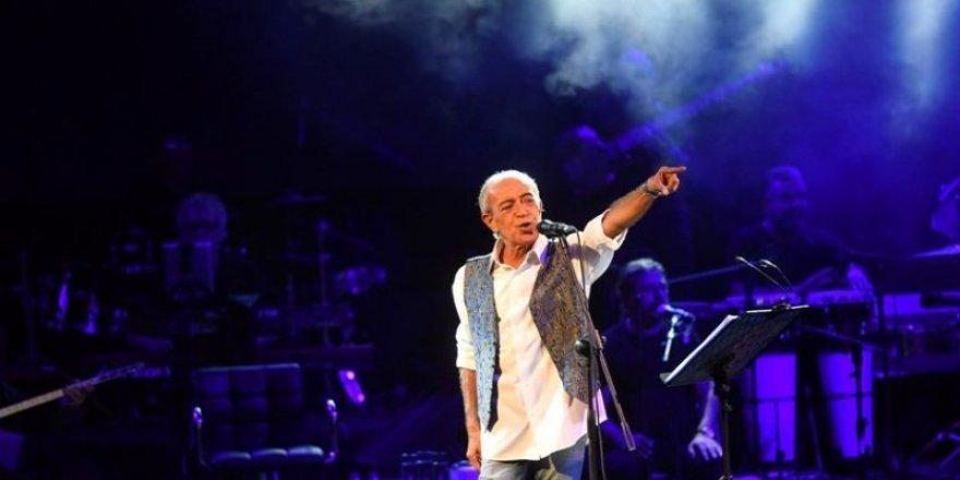 Edip Akbayram 30 yıl sonra Konya'da konser verdi