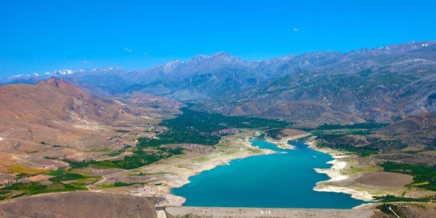 İvriz Barajı güzelliğiyle büyülüyor