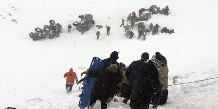 Van'da çığ altında kalan yedi kişinin kurtulma anları