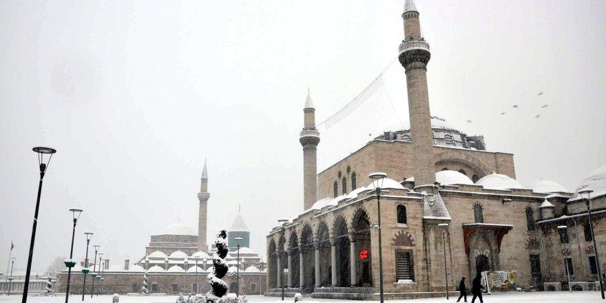Konya merkezde kar yağışı etkili oluyor
