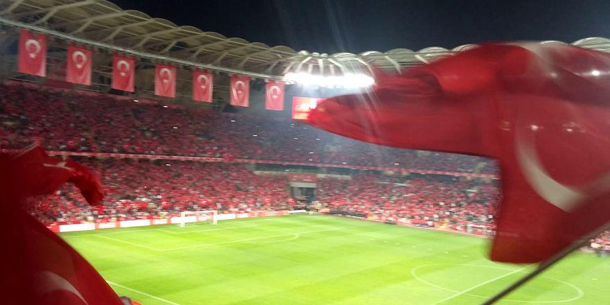 Türkiye Ukrayna maçı stad mehter marşı ile coşuyor