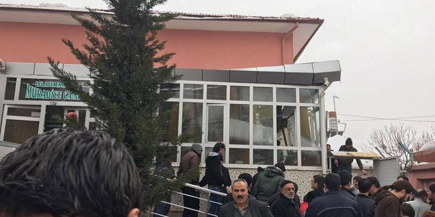 Muradiye Camii'nde kar göçüğü!