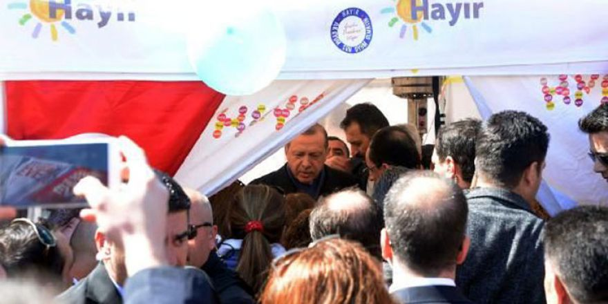 Cumhurbaşkanı Erdoğan'ın hayır standına ziyareti