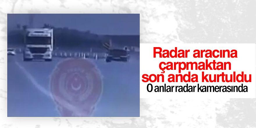 Radar aracına çarpmaktan son anda kurtuldu