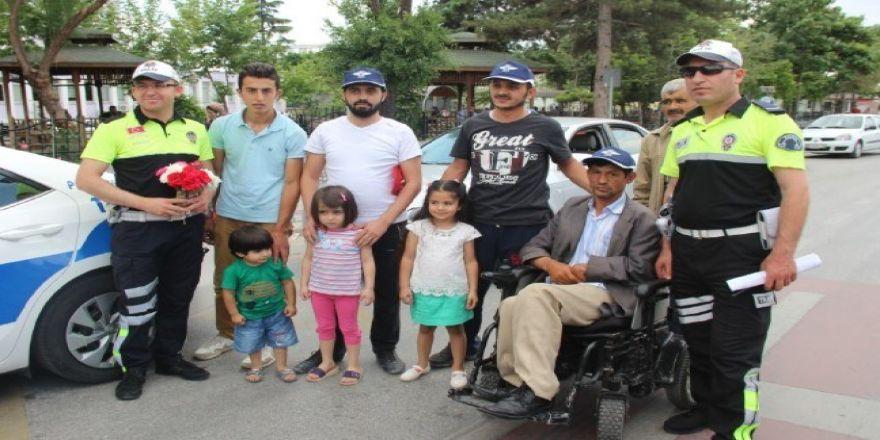 """Trafik Polisinden Sürücülere """"Babalar Günü"""" Sürprizi"""