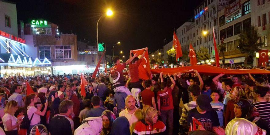 Konya'da 15 Temmuz'un yıldönümünde halk meydana indi
