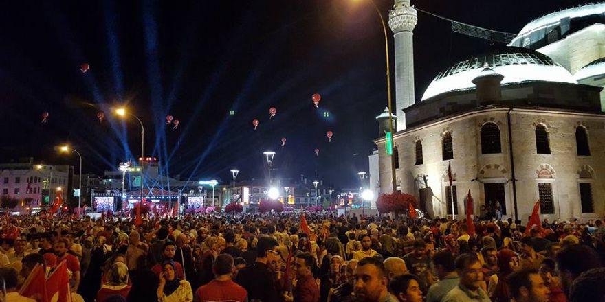 15 Temmuz mitinginde eski Başbakan Ahmet Davutoğlu konuştu