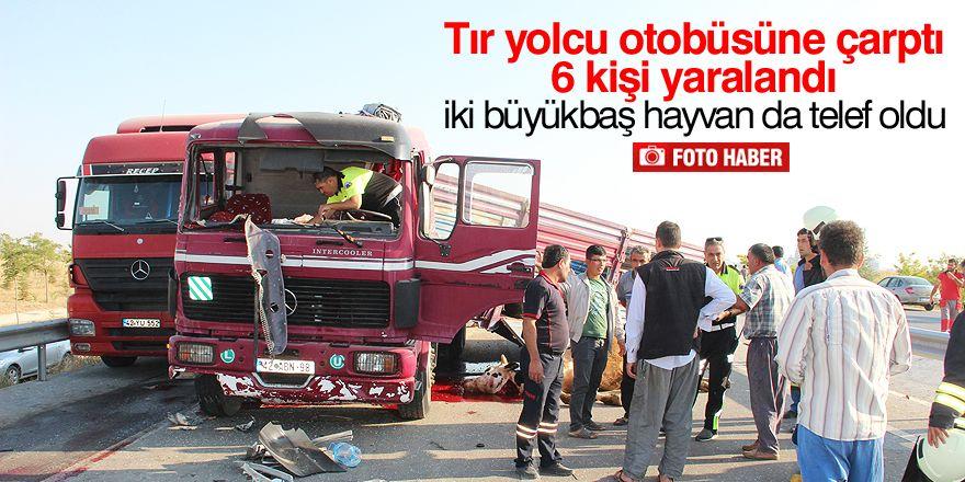 Tır yolcu otobüsüne çarptı: 6 yaralı