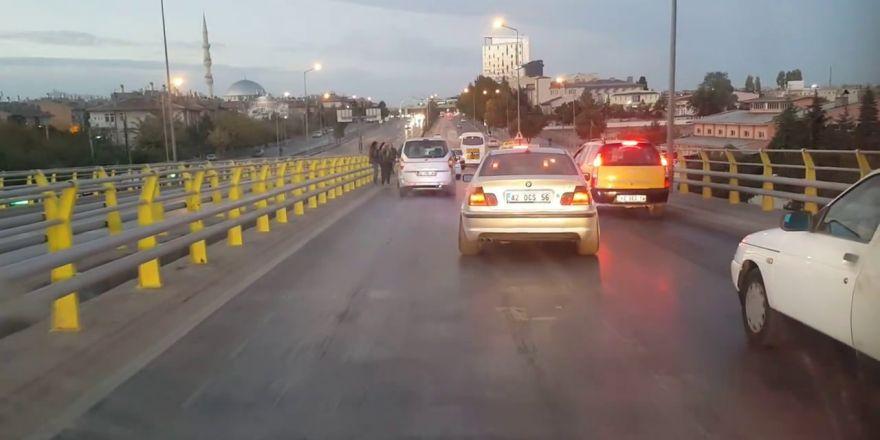 Konya'da bu üst geçitte her gün kaza yaşanıyor