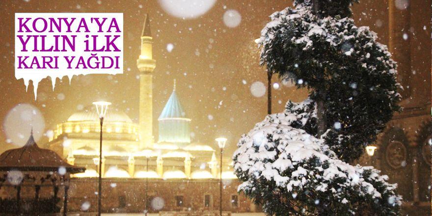 Konya'da kar yağışı kenti beyaza bürüdü
