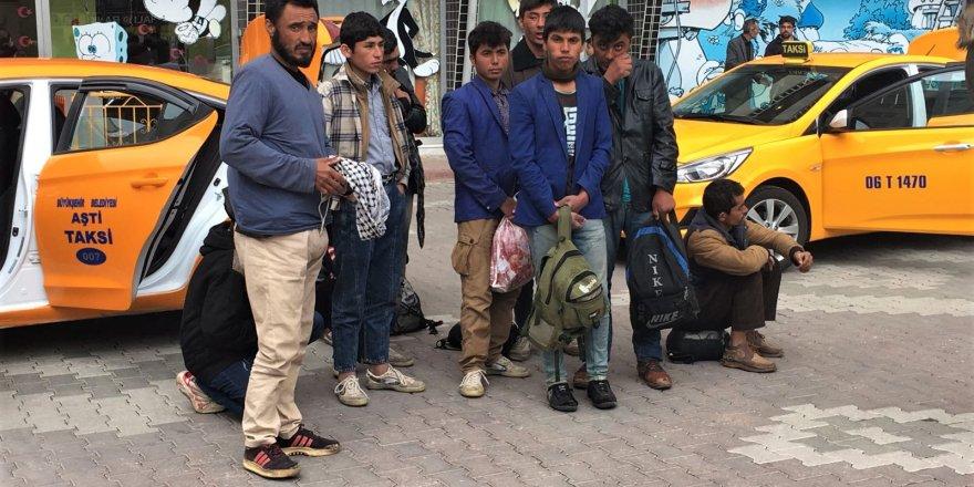 Konya'da 10 Afgan kaçak yakalandı