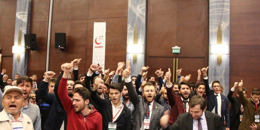 Konya'da gençler Temel Karamollaoğlu'nu karşıladı